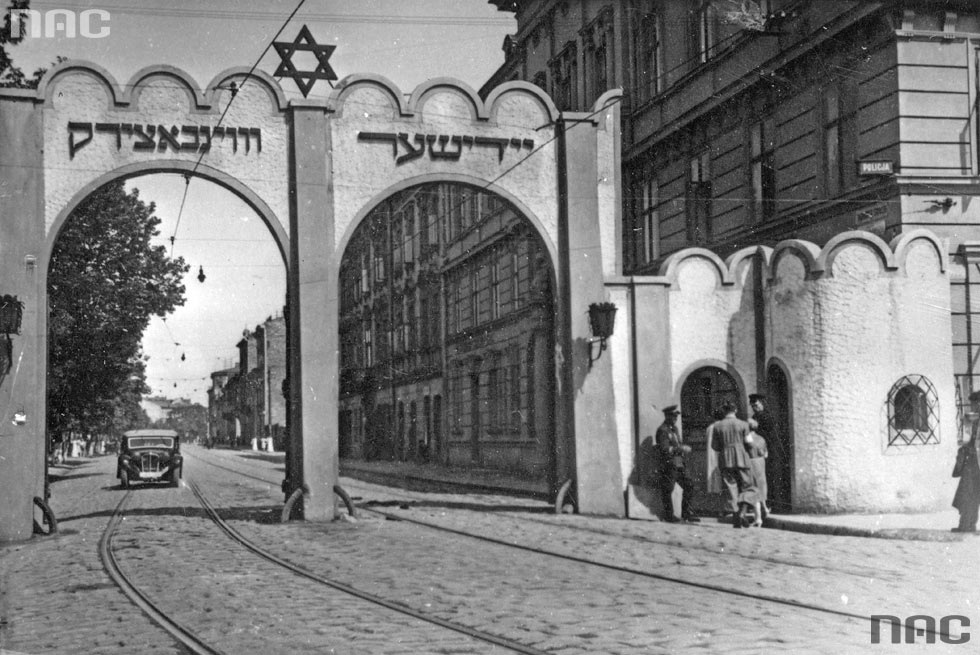 Gate to the Jewish ghetto in Krakow, photography from 1941/42