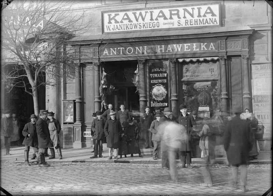 Antoni Hawelka spice-shop and café, photography by Ignacy Krieger, circa 1913