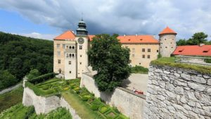 The entrance and garden of the castle in Pieskowa Skala