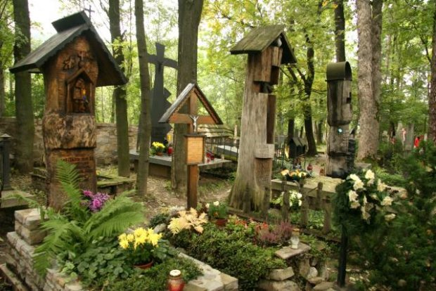 Na Peksowym Brzyzku Old Cemetery with rows of wooden tombs of renowned Polish artists and poets