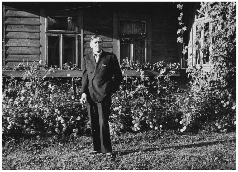 Karol Szymanowski in front of the villa Atma in Zakopane