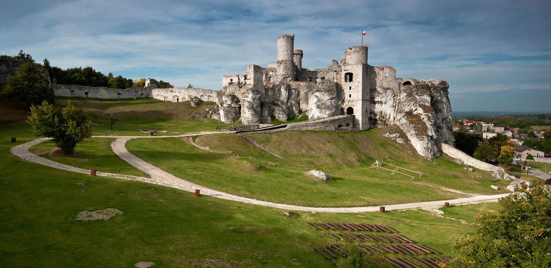 Ruins of Ogrodzeniec Caslte on Eagles' Nest Trail